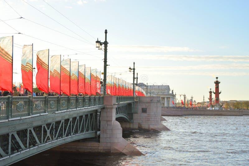 Paleisbrug op Victory Day royalty-vrije stock afbeeldingen