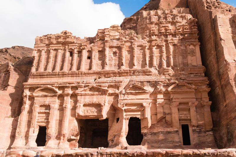 Paleisgraf in de rots in Petra Red Rose City, Jordanië stock foto