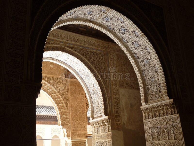 Paleisoverwelfde galerij in Granada, Spanje royalty-vrije stock fotografie