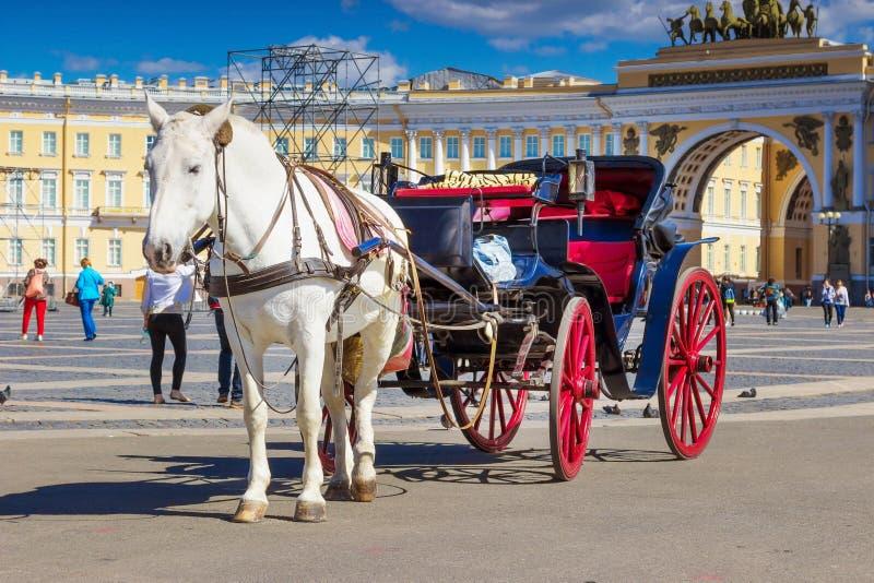 Paleisvierkant in Heilige Petersburg, Rusland stock afbeelding
