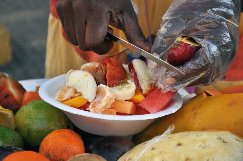 Palenquera kobieta sprzedaje owoc w Cartagena, Kolumbia zdjęcie royalty free