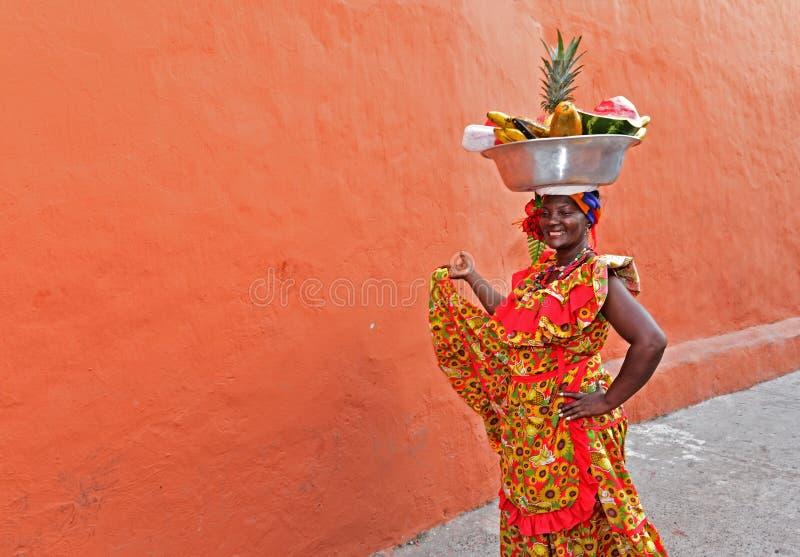 Palenquera-Obstverkäufer lizenzfreie stockfotografie