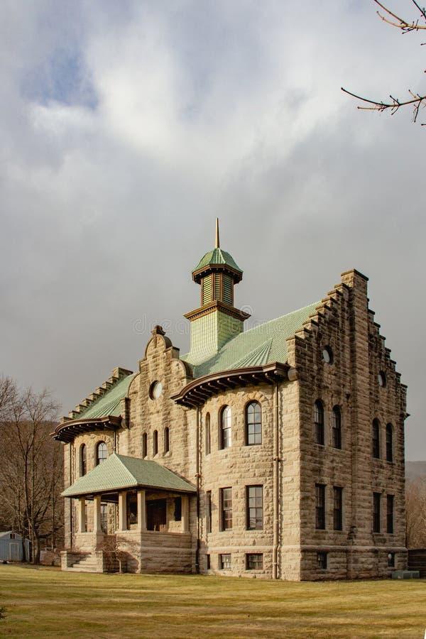 Palenville, Νέα Υόρκη/Ηνωμένες Πολιτείες - 6 Ιανουαρίου 2019: Ένας κάθετος πυροβολισμός του αναμνηστικού σχολείου της Rowena στοκ φωτογραφία με δικαίωμα ελεύθερης χρήσης