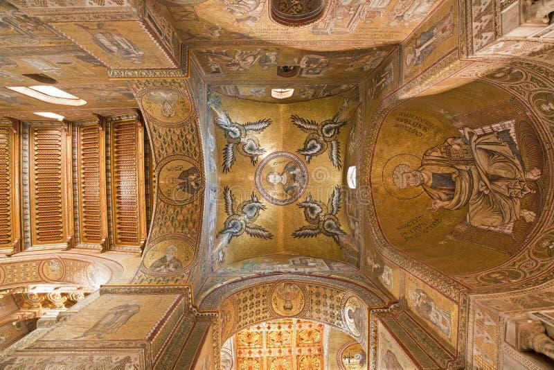 Palerme - coupole et plafond de nef latérale de cathédrale de Monreale. image libre de droits