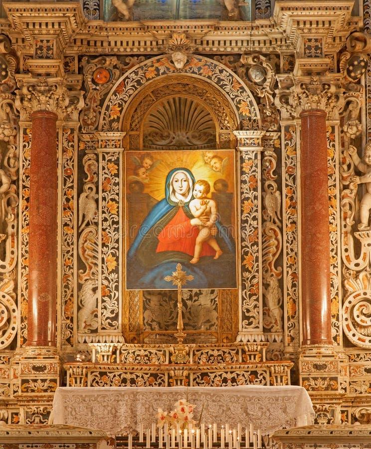Palermo - Barok zijaltaar met Madonna-verf van kapel aan de het noordenkant van Monreale-kathedraal stock fotografie