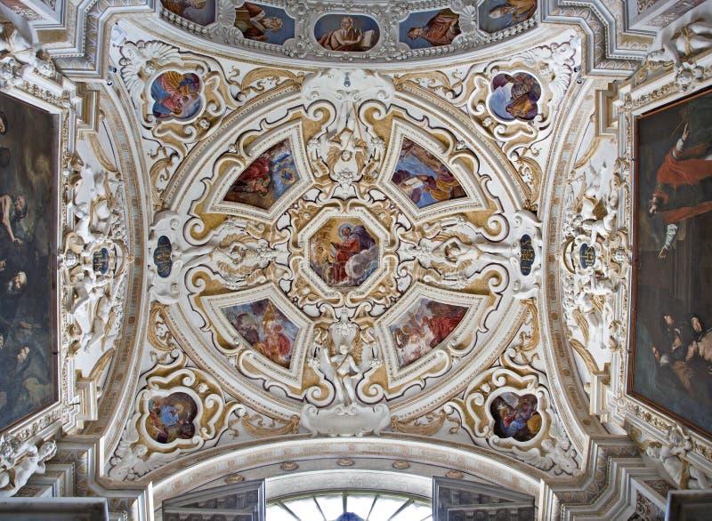 Palermo - cúpula na nave lateral no chiesa del Gesu do La da igreja ou na casa Professa fotos de stock royalty free