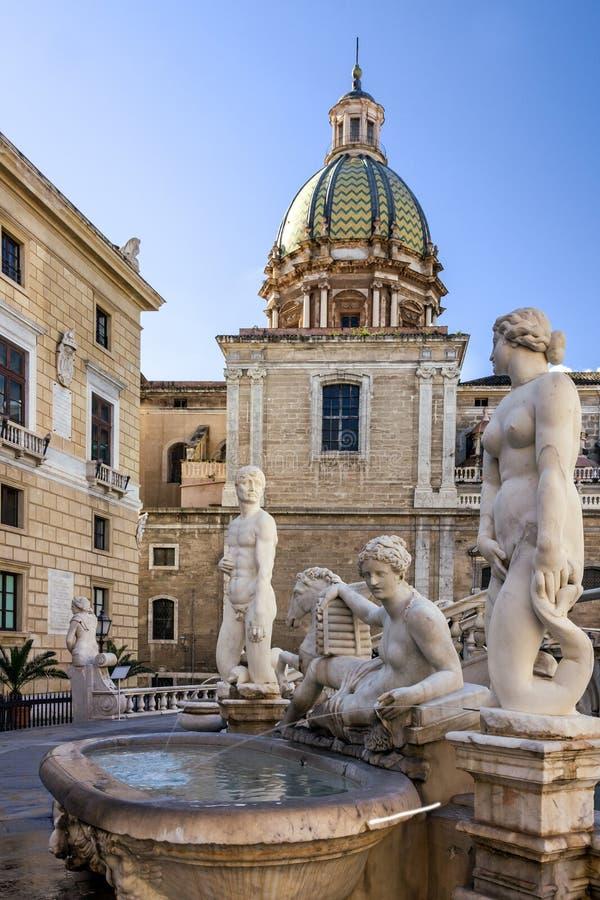 Palermo Fontana Pretoria i Sicilien, Italien Historisk byggnadsgränsmärkepiazza Pretoria royaltyfri fotografi