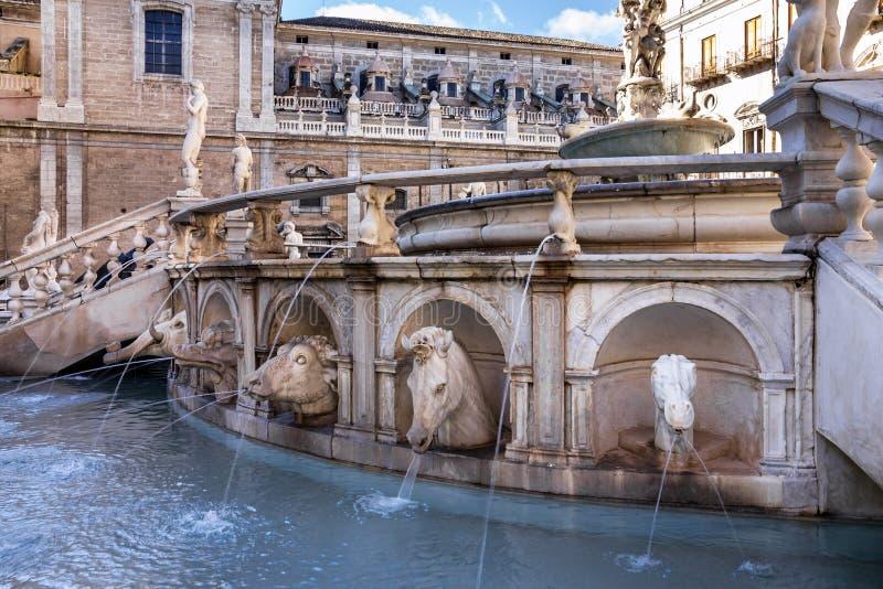 Palermo Fontana Pretoria sulla Sicilia, Italia Costruzioni storiche, l fotografia stock