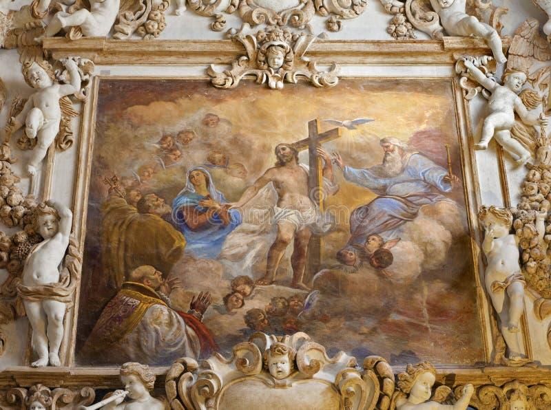 Palermo - Fresko van Heilige Drievuldigheid van zijschip in chiesa del Gesu van kerkla royalty-vrije stock afbeeldingen