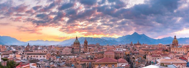 Palermo på solnedgången, Sicilien, Italien royaltyfria bilder