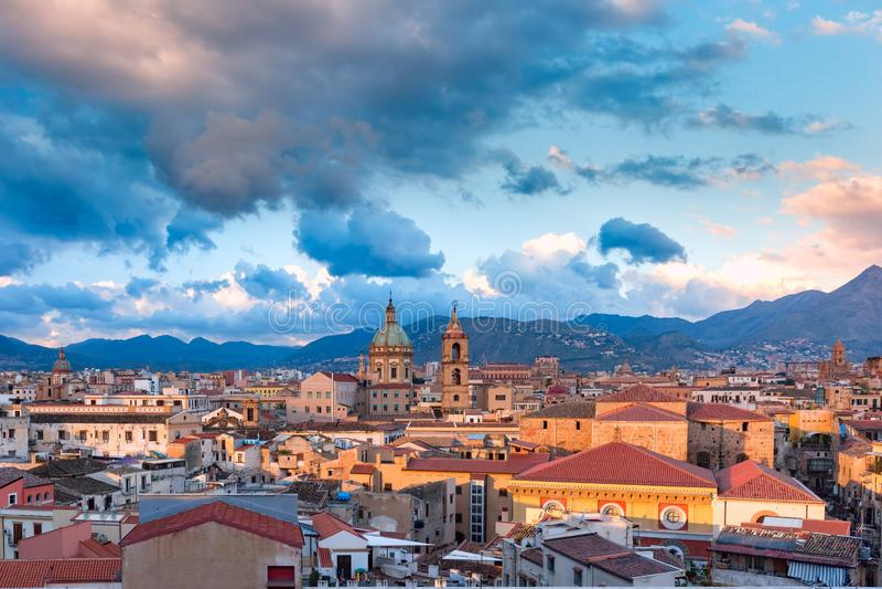 Palermo på solnedgången, Sicilien, Italien fotografering för bildbyråer
