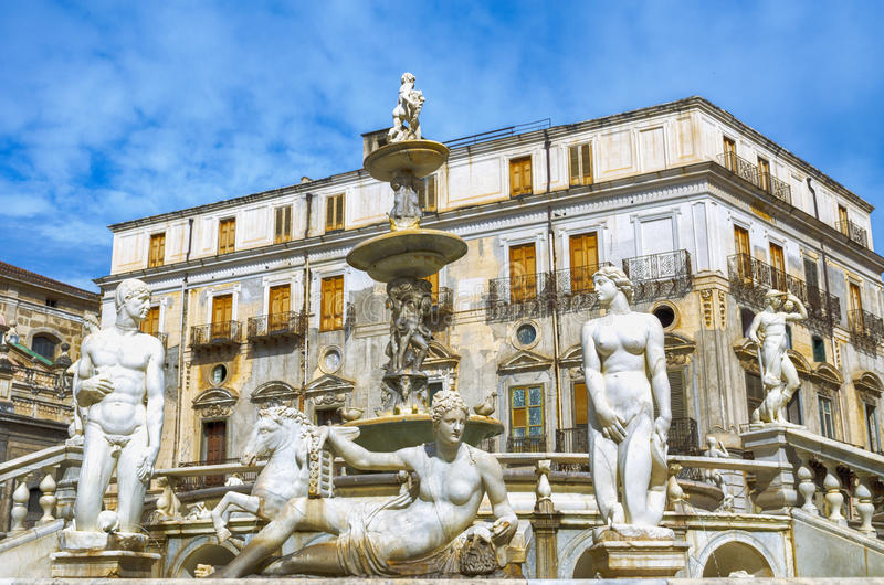 Palermo piazza pretoria också som är bekant som fyrkanten av skampiazza fotografering för bildbyråer