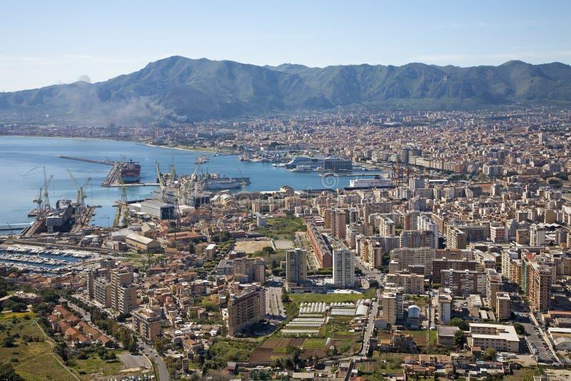 Palermo - prospettiva sopra la città ed il porto immagine stock
