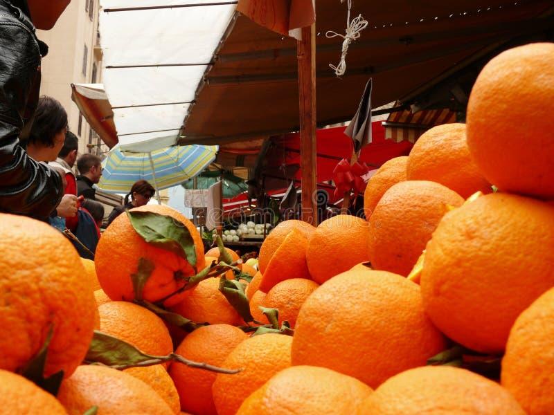 Palermo, Sicilia, Italia 11/04/2010 Mercado de Vucciria foto de archivo libre de regalías