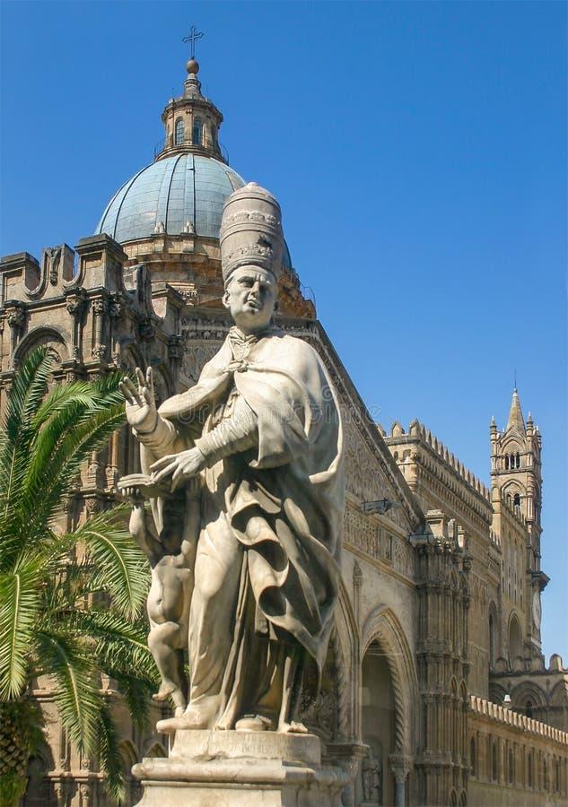 Palermo Sicily, Włochy,/: Czerwiec 25, 2005: Pionowo strzał Palermo katedra zdjęcia royalty free