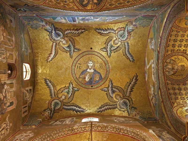Palermo - soffitto della navata laterale della cattedrale di Monreale. immagine stock