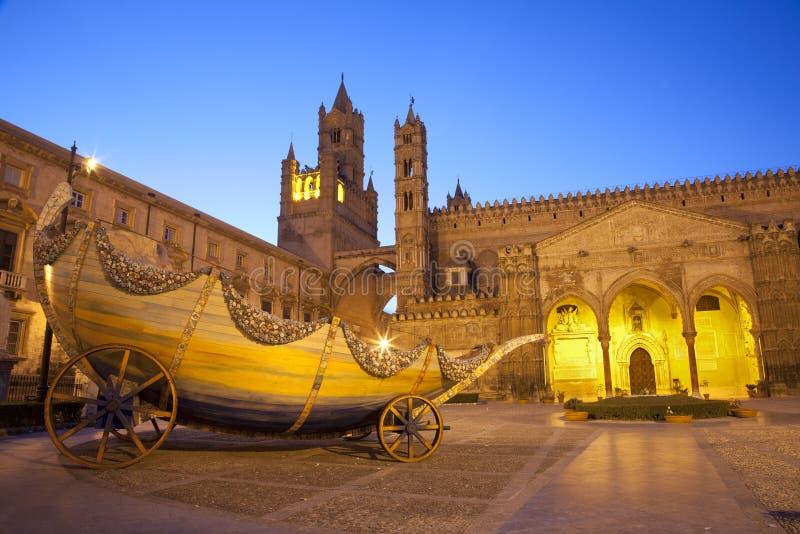 Palermo - verso sud portale della cattedrale o del duomo fotografia stock libera da diritti