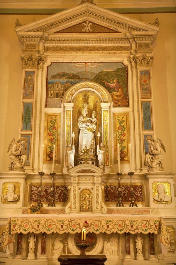 Palermo: Zijaltaar en standbeeld van Madonna stock afbeeldingen