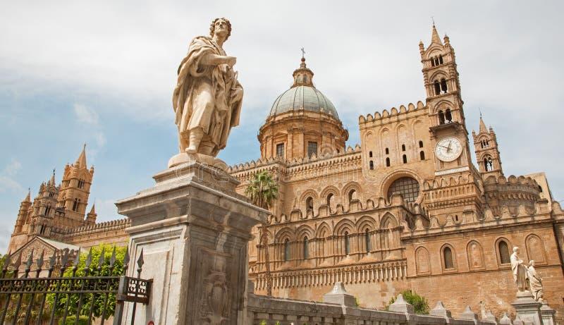Palermo - Zuidenportaal van Kathedraal of Duomo stock foto