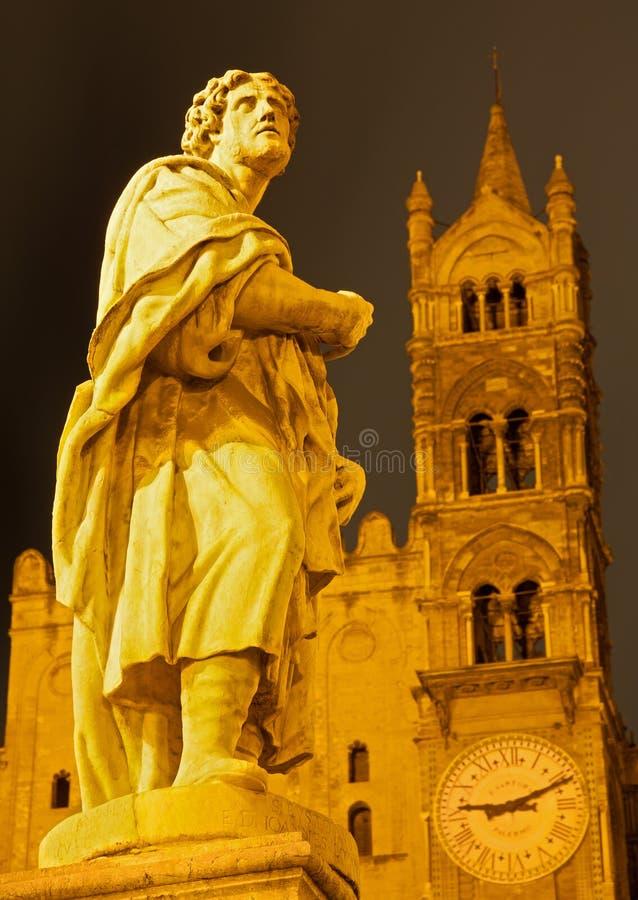 Palermo - Zuidenportaal van Kathedraal of Duomo en standbeeld van st. Proculus royalty-vrije stock afbeeldingen
