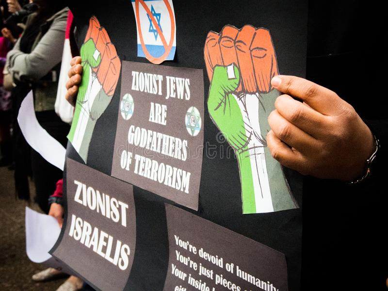 Palestijns protest tegen Zionist Joden in Israël over de oorlog in Palestina royalty-vrije stock foto's