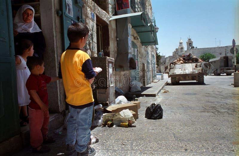 Palestiniens sous le métier photographie stock libre de droits