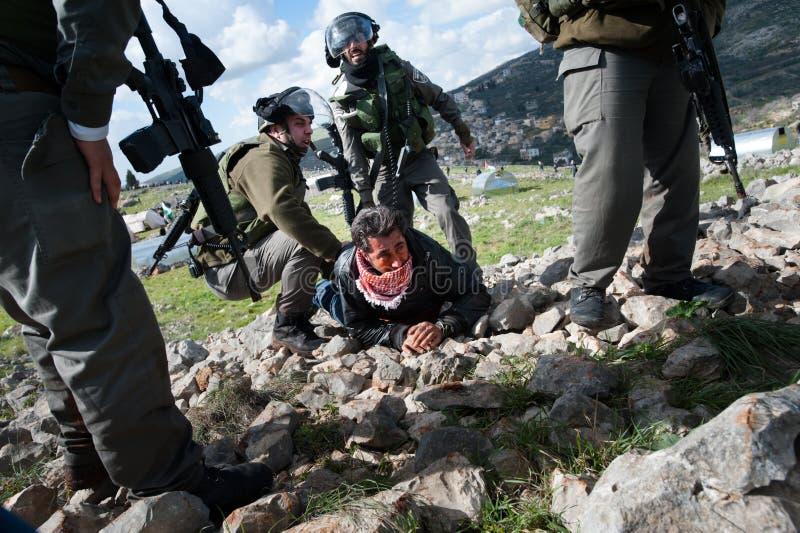 Palestino da apreensão dos soldados israelitas fotos de stock royalty free