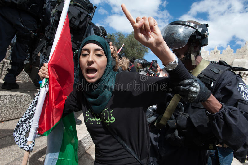 Palestino da apreensão dos soldados israelitas foto de stock royalty free