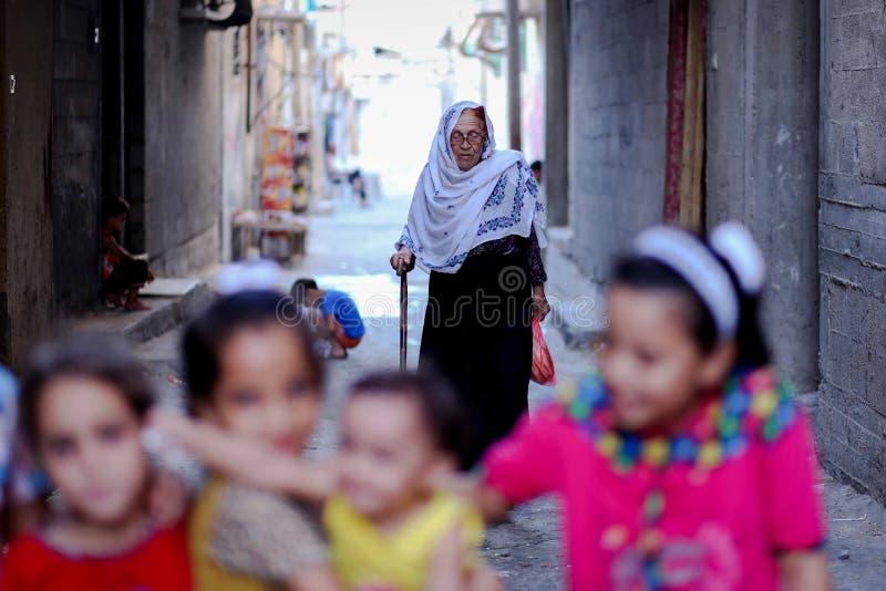 Palestinska kristen på kyrkan för St Porphyrius i Gaza arkivbild
