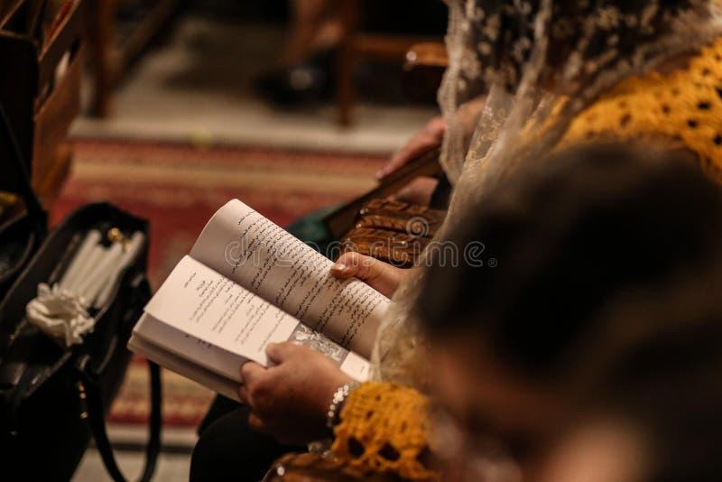 Palestinska kristen på kyrkan för St Porphyrius i Gaza arkivfoton