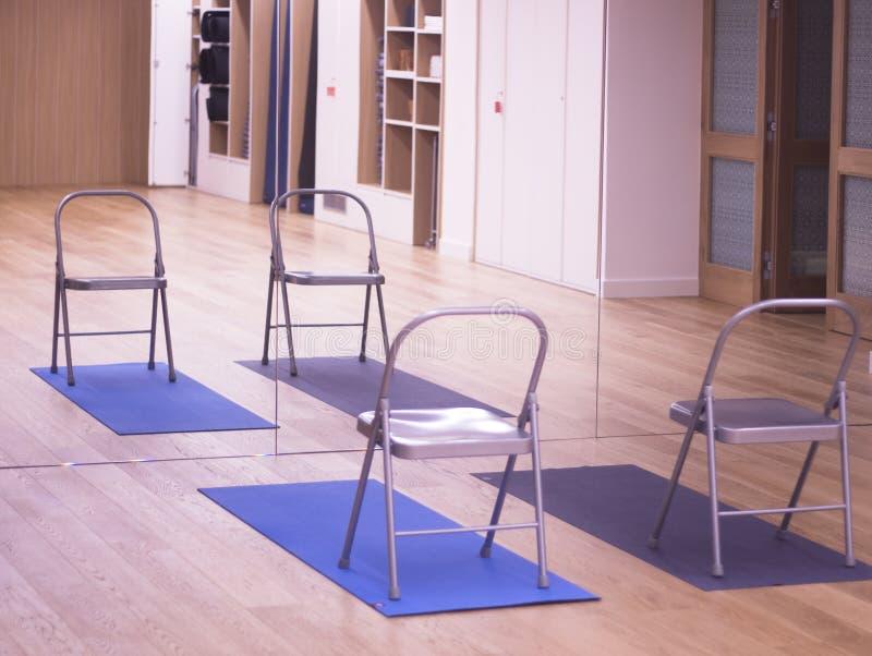Palestra dello studio dei pilates di yoga immagine stock libera da diritti