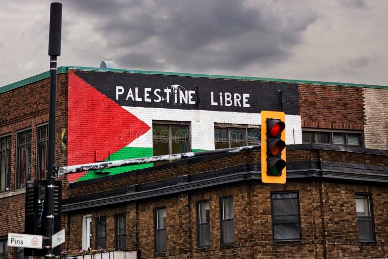Palestyna flaga i bezpłatny Palestine Palestine libre slogan malowaliśmy na ścianach z cegieł budynek w Montreal, Kanada fotografia stock
