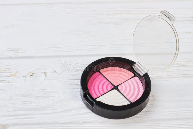 Palet van roze oogschaduw in plastic container royalty-vrije stock afbeeldingen