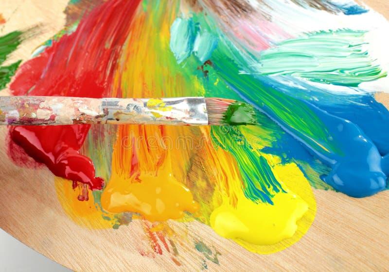 Paleta, colores y brocha del artista ilustración del vector