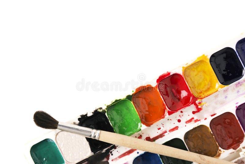 Paleta da aquarela com a escova no fundo branco fotografia de stock royalty free