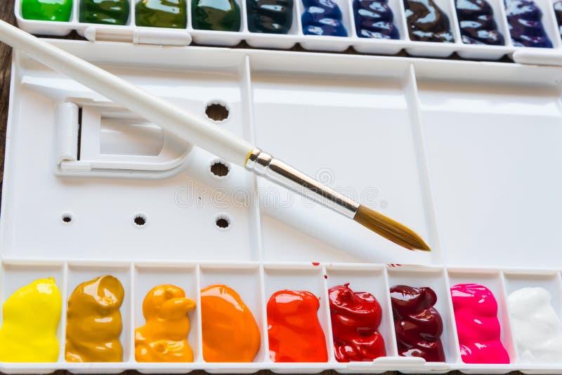 Paleta da escova e da aquarela fotografia de stock