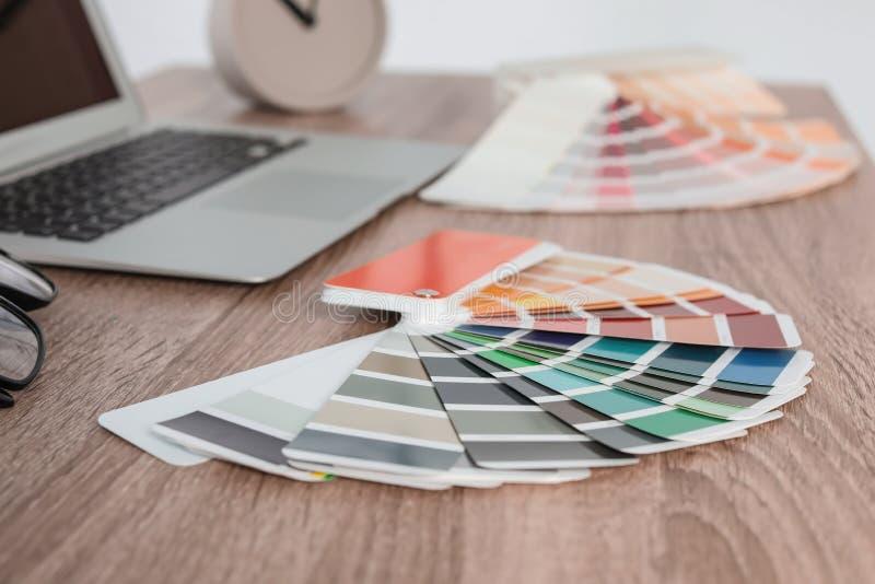 Paleta de colores en la tabla imagen de archivo
