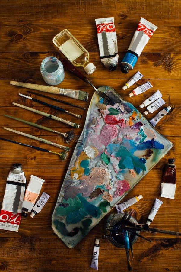 Paleta de pinturas de óleo imagem de stock