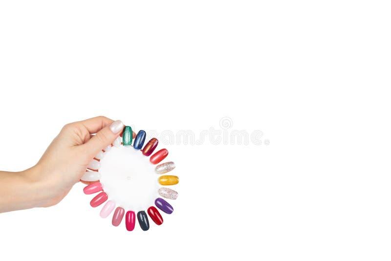 Paleta do verniz para as unhas com mão, isolada no fundo branco, molde do espaço da cópia imagens de stock royalty free