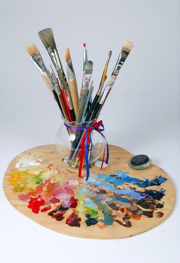 Paleta e escovas do artista imagem de stock royalty free