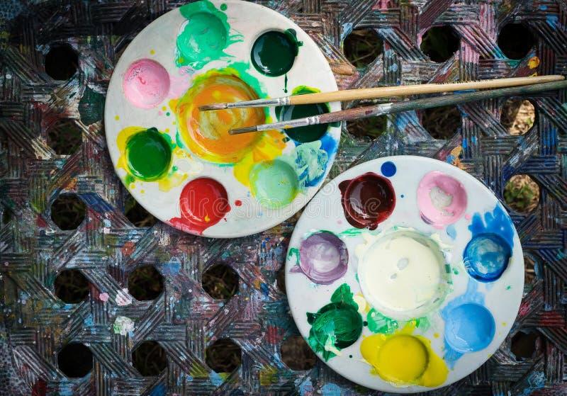 Paleta e paintbrushs da aquarela fotografia de stock royalty free