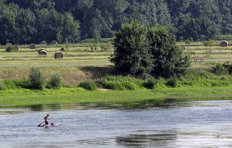 Paleta en el río Loira imagenes de archivo