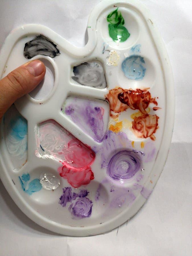 Paleta malarza`s z różnymi kolorami zdjęcie stock