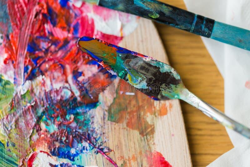 Paleta nóż, obrazu paintbrush lub szpachelka i obraz stock
