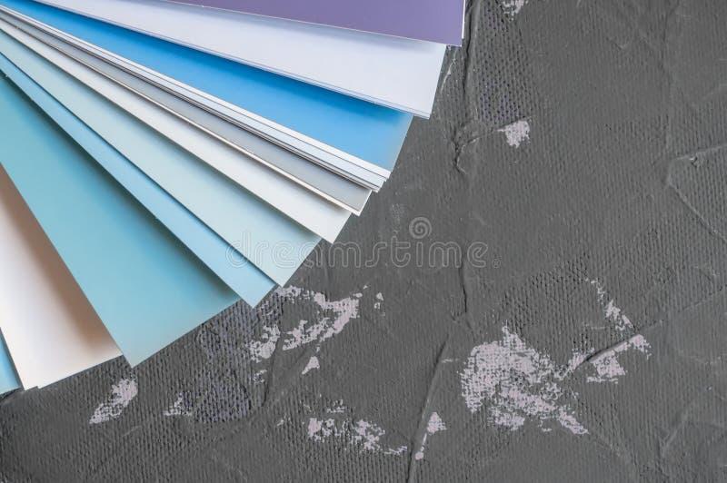 Paleta para elegir el color y el tono de la pintura para las paredes Cree un fondo fotos de archivo libres de regalías
