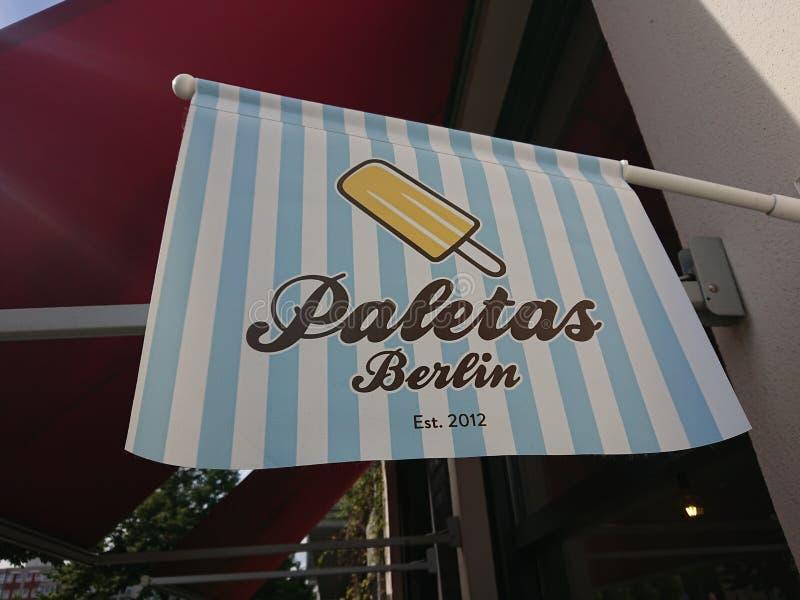 Paletas popsicles Berliński sklep zdjęcia royalty free