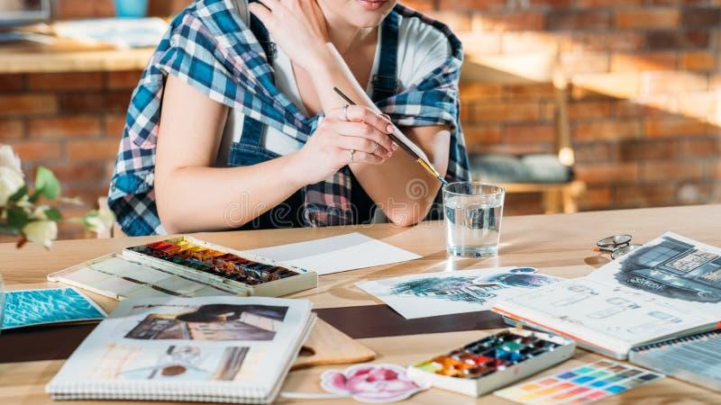 Palett för sketchbook för konstnärarbetsplatsinspiration fotografering för bildbyråer