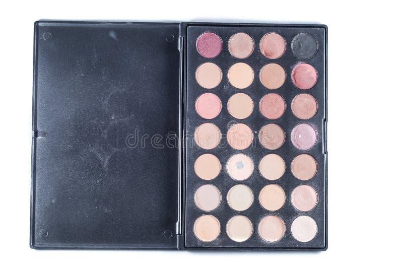 Palett med olika skuggor av framsidaskuggor och borsteapplikatorn för applikation Ställ in för makeup på en vit bakgrund, isolat royaltyfria bilder