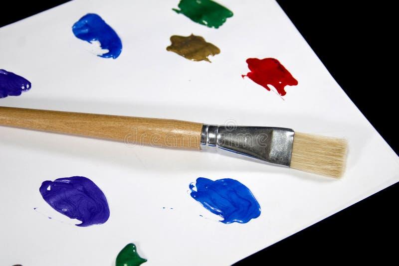 Palette Colorée De Peinture Sur Le Fond Noir Image Libre De Droits