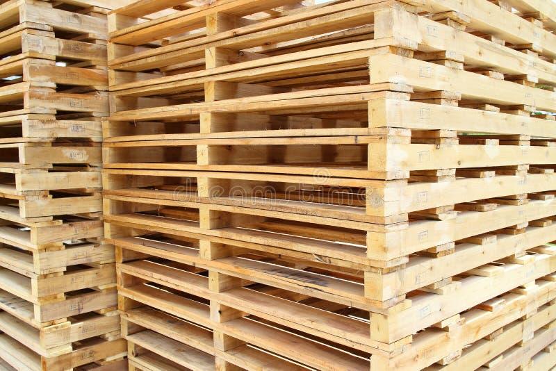 Palette en bois pour la matière première  images stock